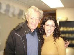 Carolina Jiménez con Sir Ian McKellen