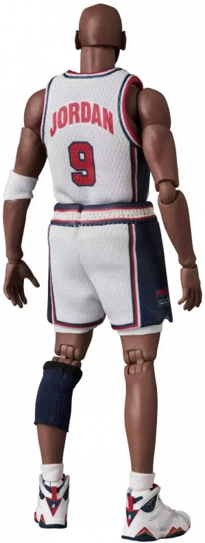 MAFEX-Dream-Team-Jordan-003