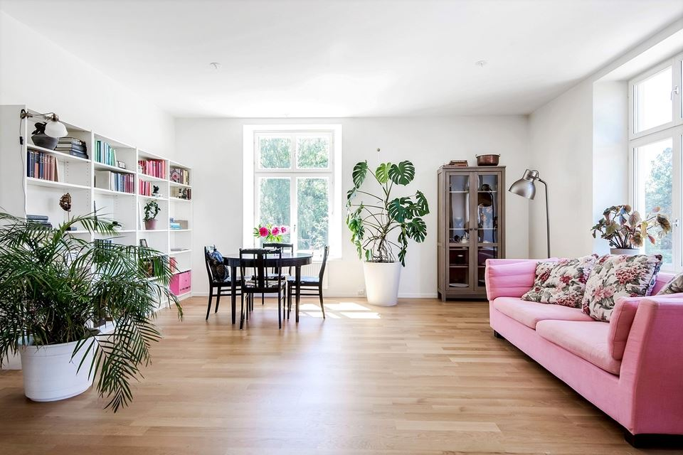 BEAUTIFUL PINK SOFA DECOR 02