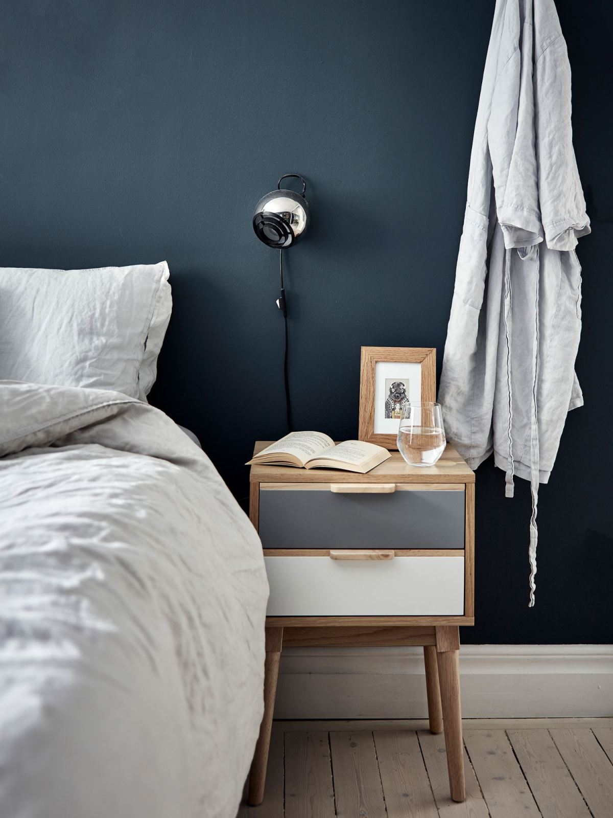 Metal, pink and blue palette in a Scandinavian decoration 11