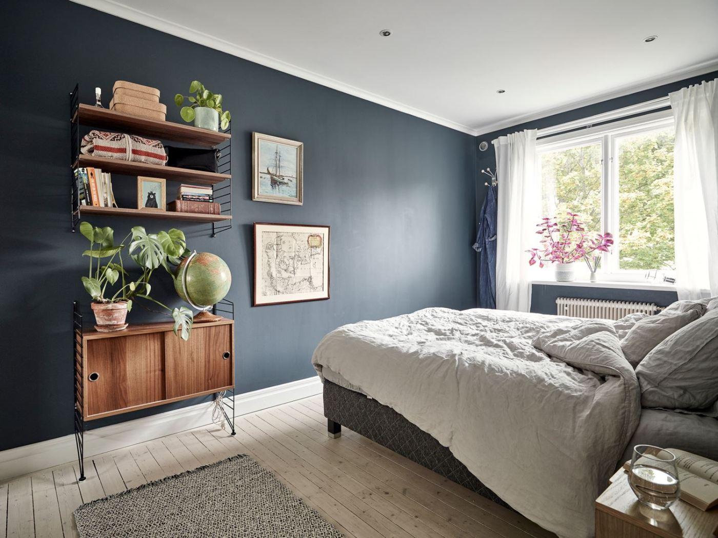 Metal, pink and blue palette in a Scandinavian decoration 12