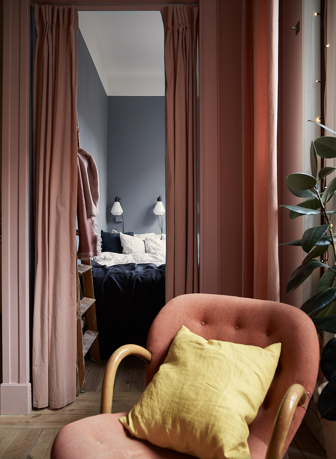 Pink and cherry A romantic, sophisticated and fresh apartment 11