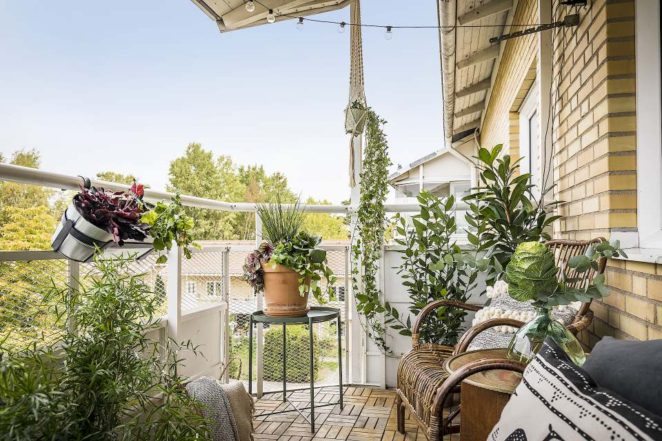How to decorate a hygge balcony and not die in the attempt 03