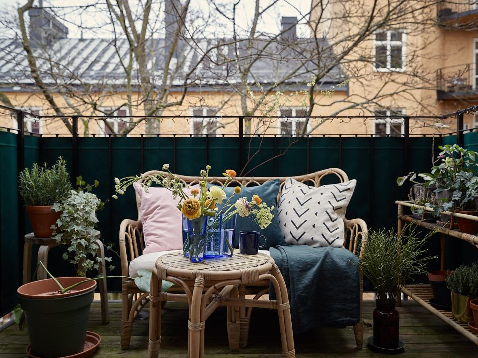 How to decorate a hygge balcony and not die in the attempt 10
