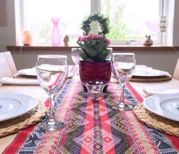Table runner the protagonist of our dining room 02