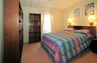 835 guest room