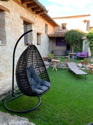 La Casona de Castilnovo - Hotel rural gay en Valdesaz - Segovia