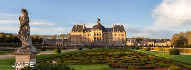Garden, statue and castle