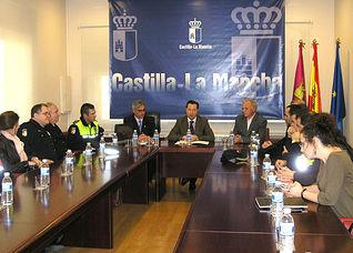 El director general de Protección Ciudadana, Pascual Martínez Cuesta, presidió el encuentro celebrado en la Escuela de Protección Ciudadana de Castilla-La Mancha entre mandos policiales de la región y de la Comunidad de Madrid para intercambiar experiencias formativas.