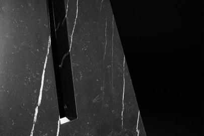 PORTAL TABLES IN MARBLE - APPARATUS STUDIO - Selected by La Chaise Bleue (lachaisebleue.com)