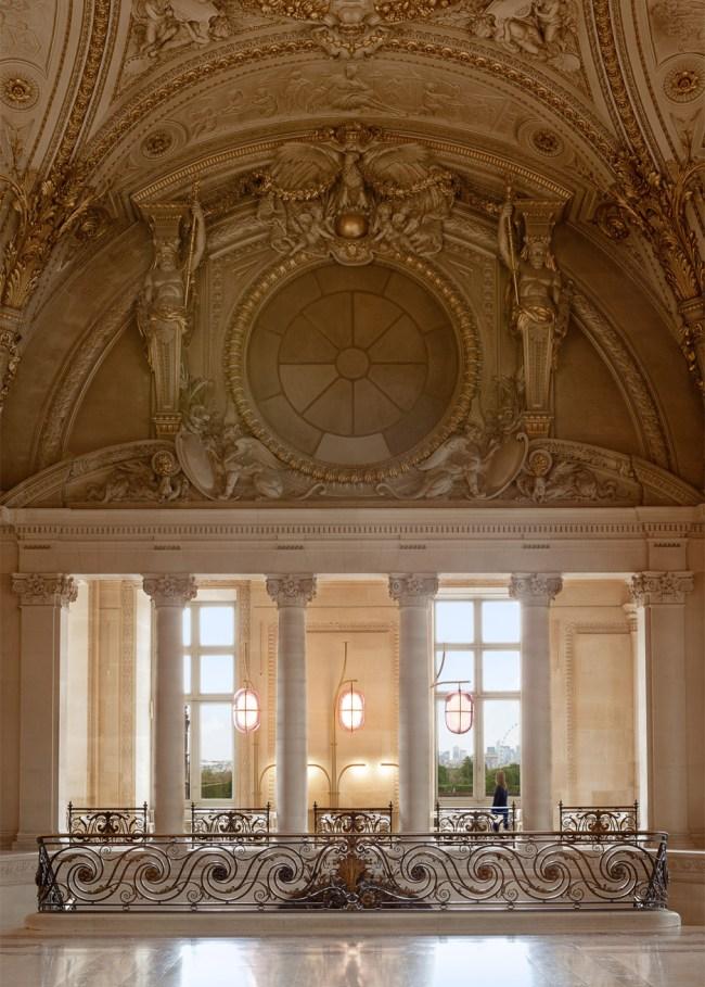 Un caffè sospeso sul Musée du Louvre | ll Café Mollien di Mathieu Lehanneur
