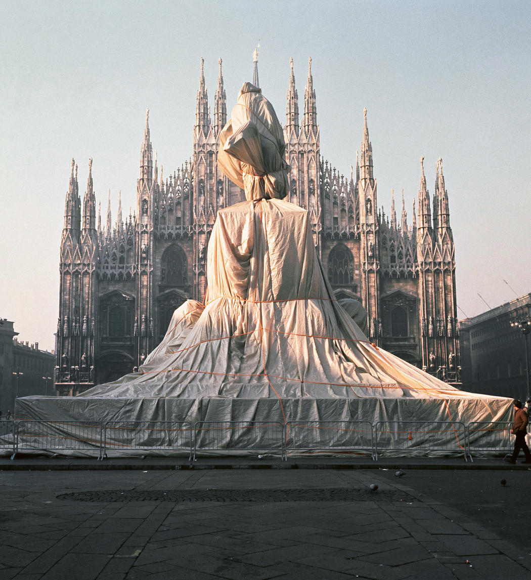 Christo and Jeanne-Claude  Wrapped Monument to Vittorio Emanuele II, Piazza del Duomo, Milan, Italy, 1970  Photo: Shunk-Kender  © 1970 Christo