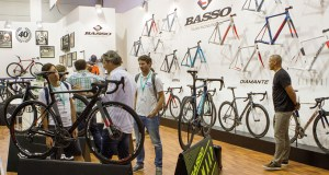 Basso Stand