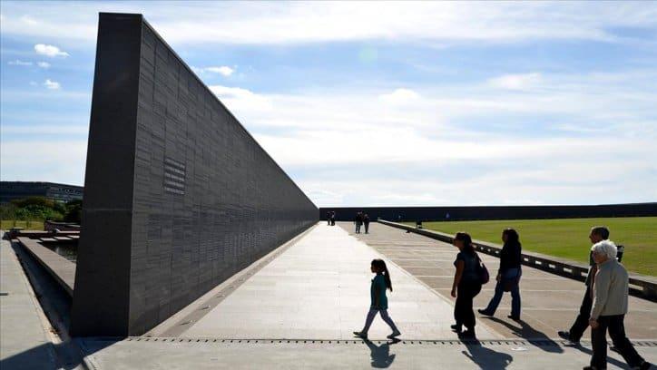 """Macri, """"la guerra sucia""""  y """"los anotados en un muro"""""""