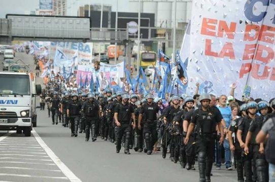 """Los docentes hacen historia: """"fue la marcha más importante de que se tenga memoria"""" 3"""