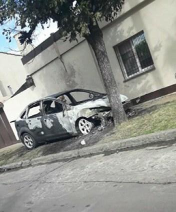 Los quemacoches llegaron a Ituzaingó 5