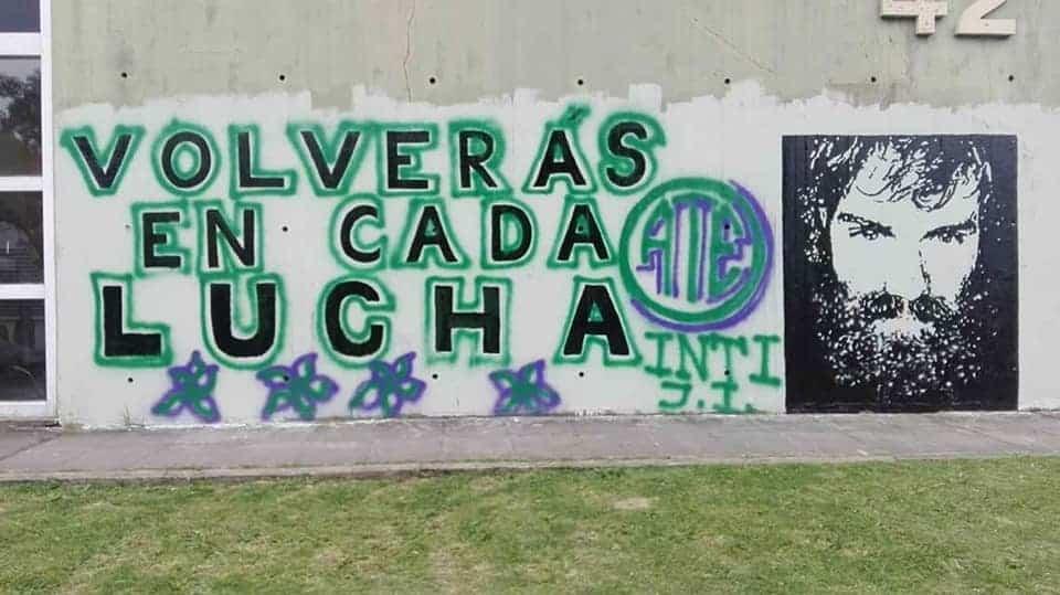 Las autoridades de INTI taparon un mural en homenaje a Santiago Maldonado