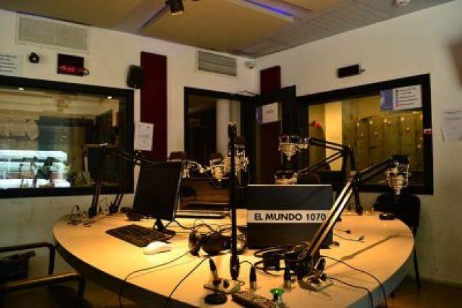 Crisis sin tregua: 56 despidos en Clarín y cierra la emblemática Radio El Mundo 2