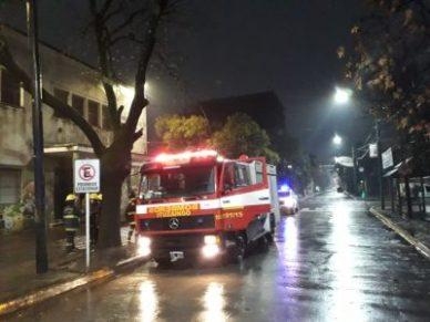 Incendio en el edificio de la escuela N° 1 y secundaria N°13 en pleno centro de Ituzaingó 9