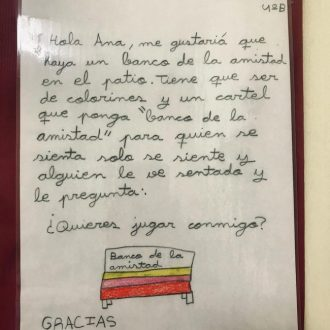 """El """"Banco de la Amistad"""", una idea contra la soledad y el acoso escolar en una escuela de Ituzaingó 1"""