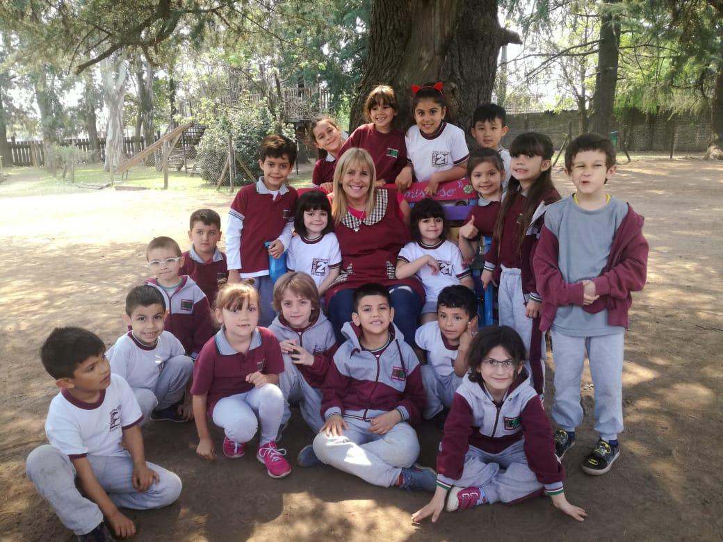"""El """"Banco de la Amistad"""", una idea contra la soledad y el acoso escolar en una escuela de Ituzaingó"""