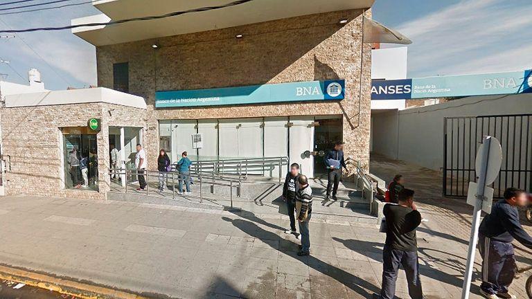 El próximo lunes los bancos abren a las 12 hs. por el asesinato de un cajero en Isidro Casanova