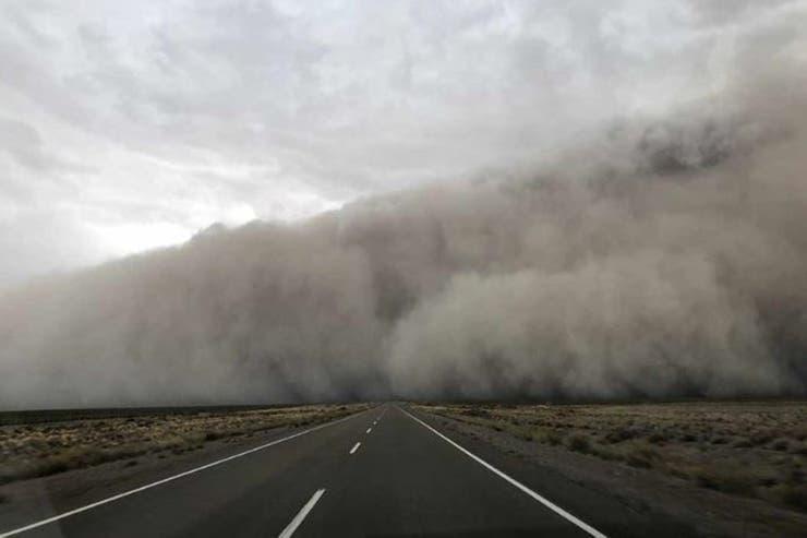 Cambio Climático: una  fantasmal tormenta de tierra y viento causó destrozos ayer la costa del Chubut