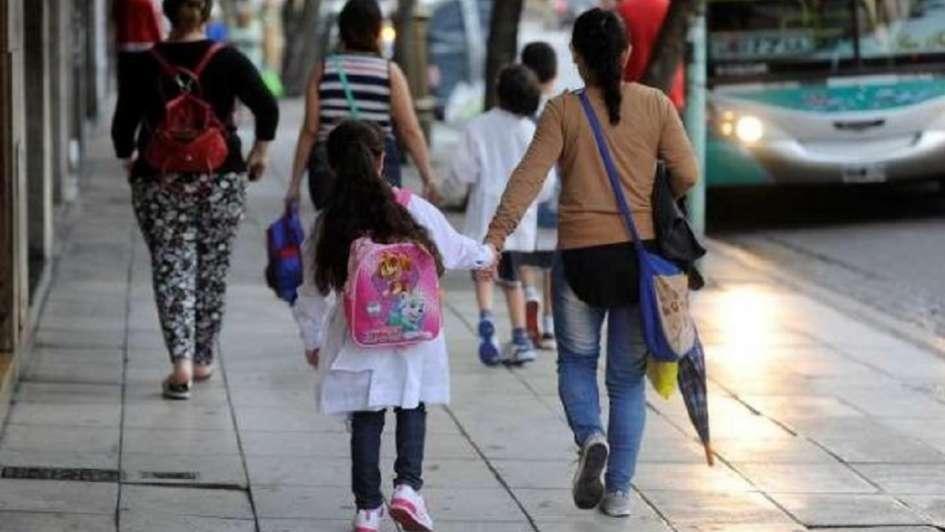 El gobierno simplifica los trámites para el cobro de la ayuda escolar