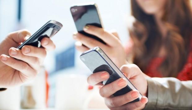 El 72 % de la población aprueba el decreto que congela las tarifas de la telefonía y la TV
