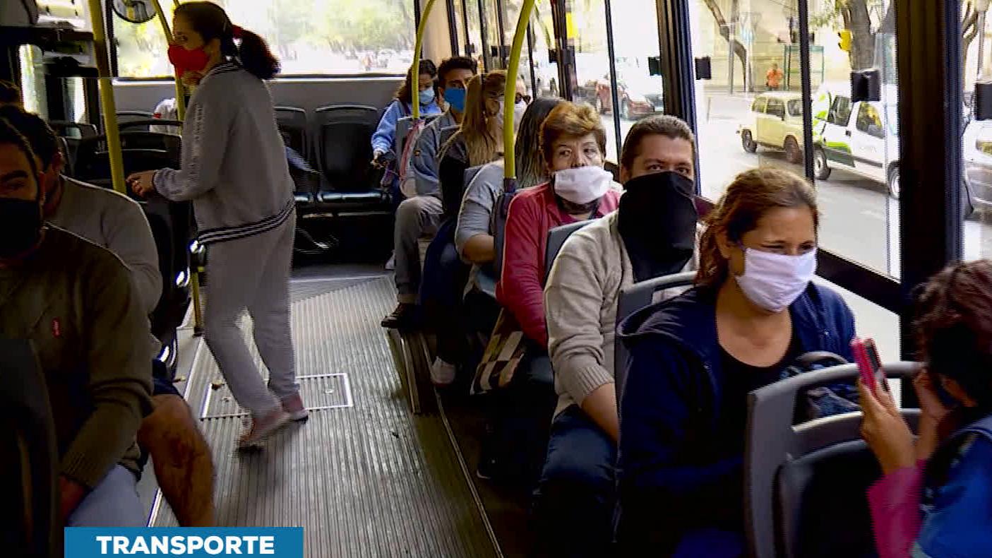 Colectivos: desde hoy podrán viajar hasta 10 personas paradas