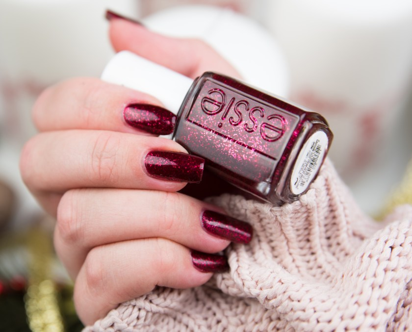 Essie, leading lady, le, winter, red, sparkle, glitter, glitter, nail, nails, swatch, swatches, tragebild, nailswatch, red glitter, rot, polish, varnish, lacquer