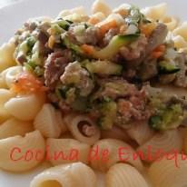 Pasta con verduras en salsa de yogur