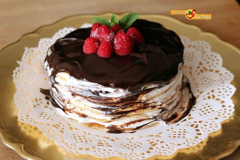 Tarta de crepes con chocolate y nata
