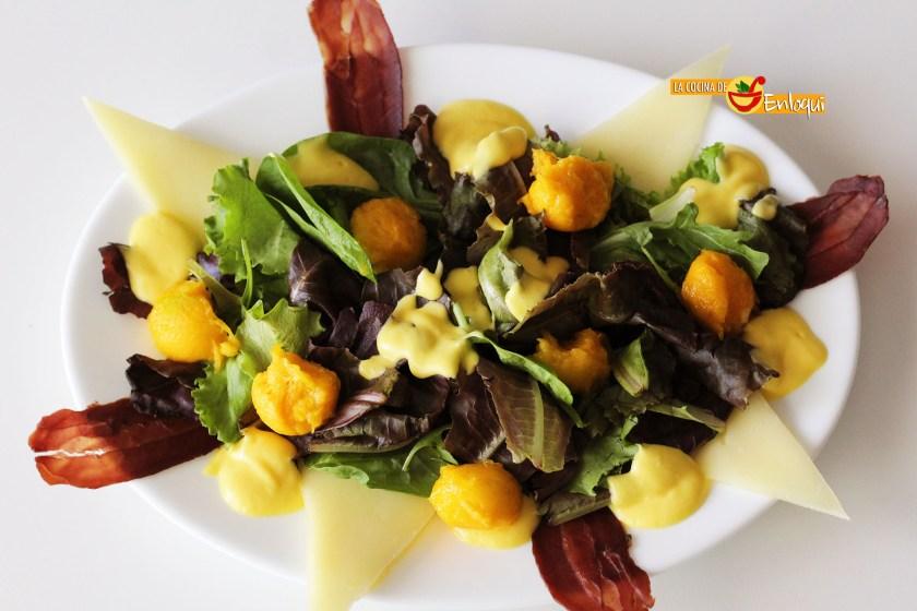 Ensalada gourmet con cecina y mango