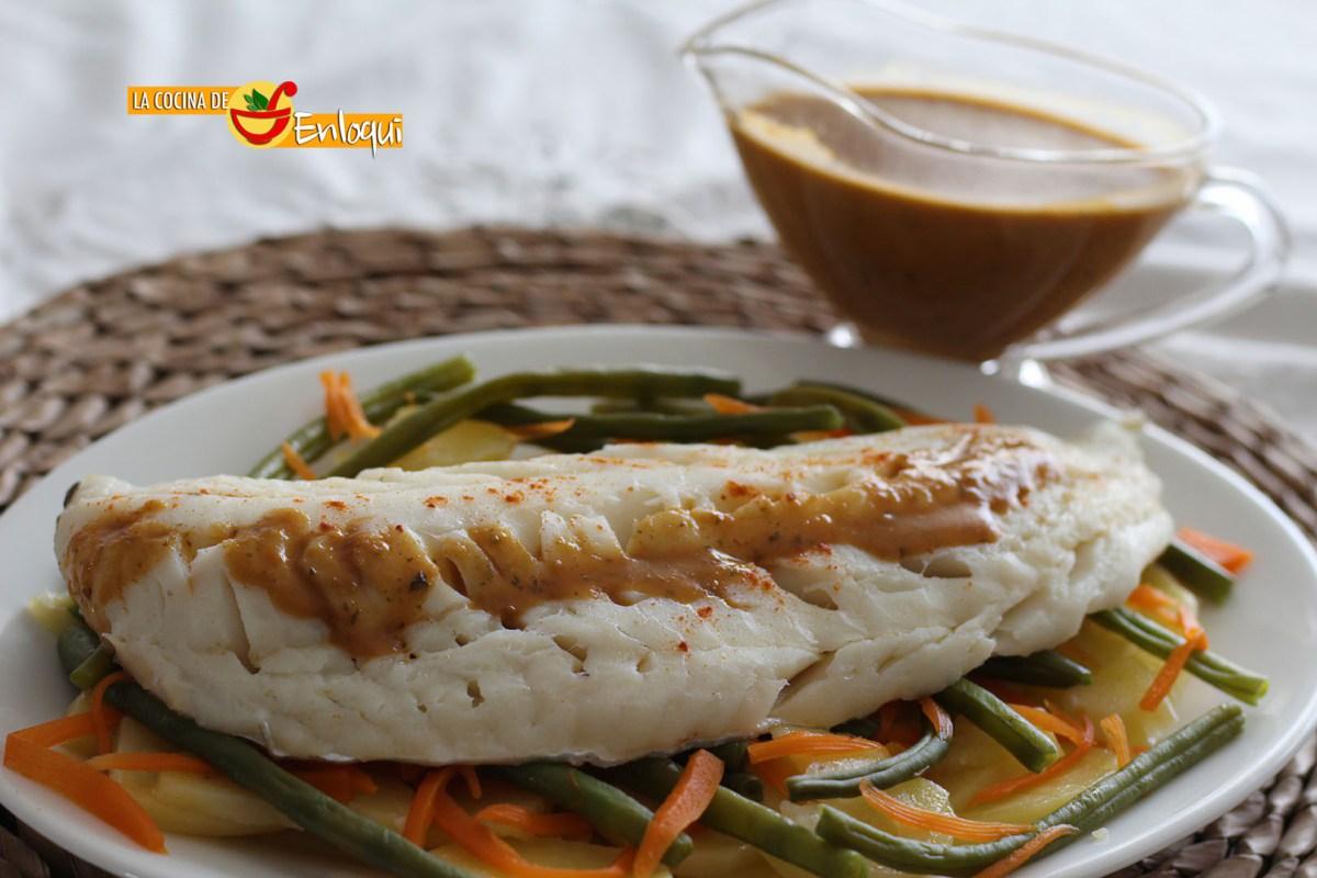 Bacalao con salsa de pimentón y verduras al vapor