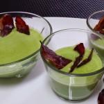 Crema de guisantes con crujiente de jamón