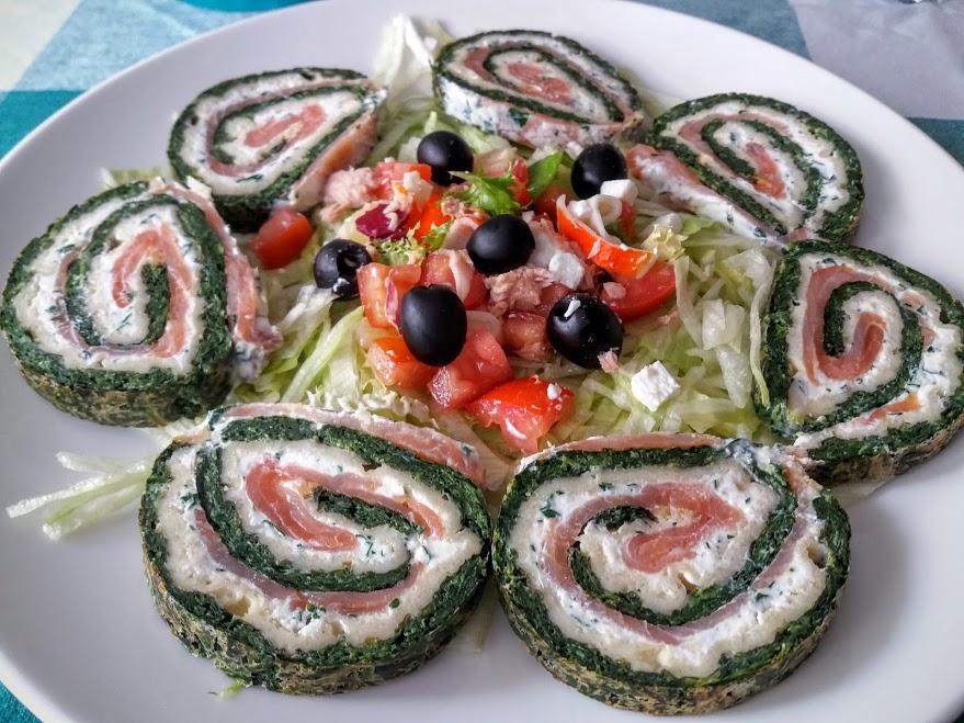 rollo de salmón y espinacas especial aperitivos y postres