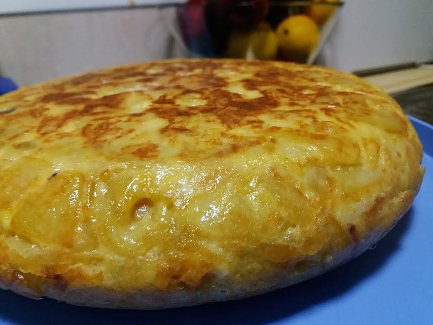 tortilla de patatas sin cebolla poco cuajada