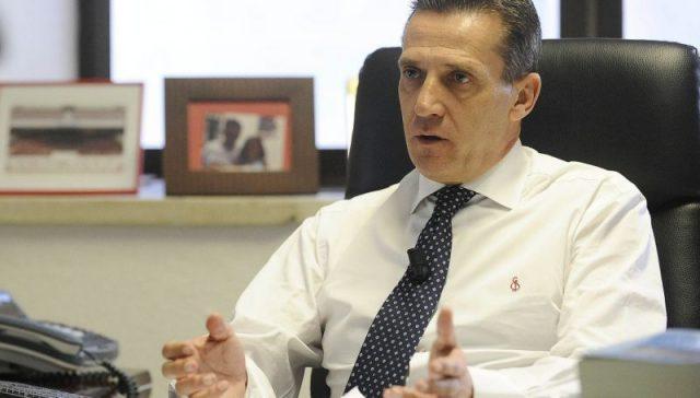 Cruz, director general del Sevilla, atiende en su despacho a los medios oficiales   Imagen: SevillaFC