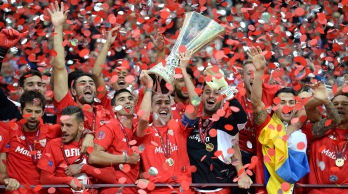 El Sevilla oficializa la vuelta de Fernando Navarro