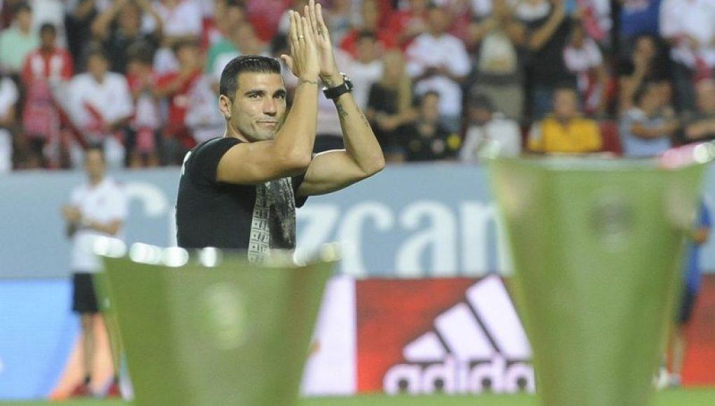 Reyes homenajeado por su afición | Imagen: Sevilla FC