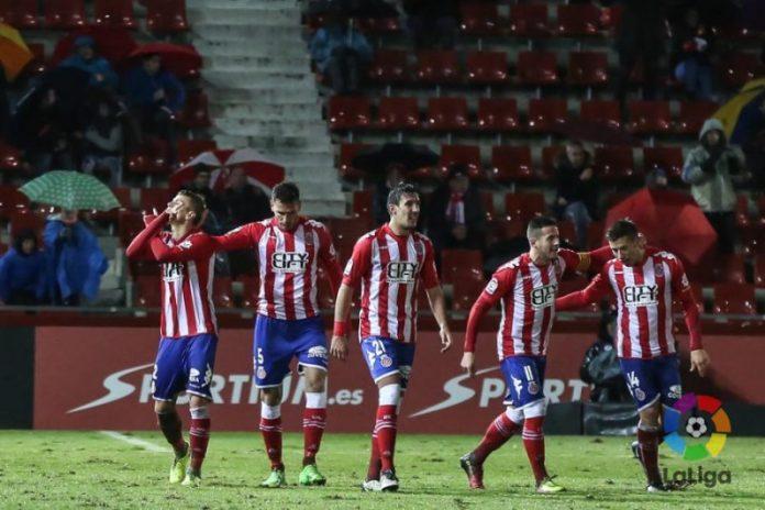 El Girona supera al Sevilla Atlético en un césped impracticable
