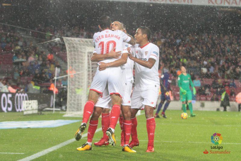 La falta de gol condena al Sevilla en el Camp Nou