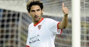 Escudé, durante un partido con el Sevilla   Imagen: Sevilla FC