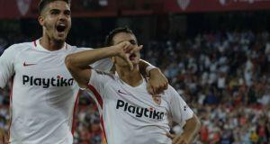 Los goleadores André Silva y Ben Yedder celebrando el 3-0 ante el Real Madrid | Imagen: Marca