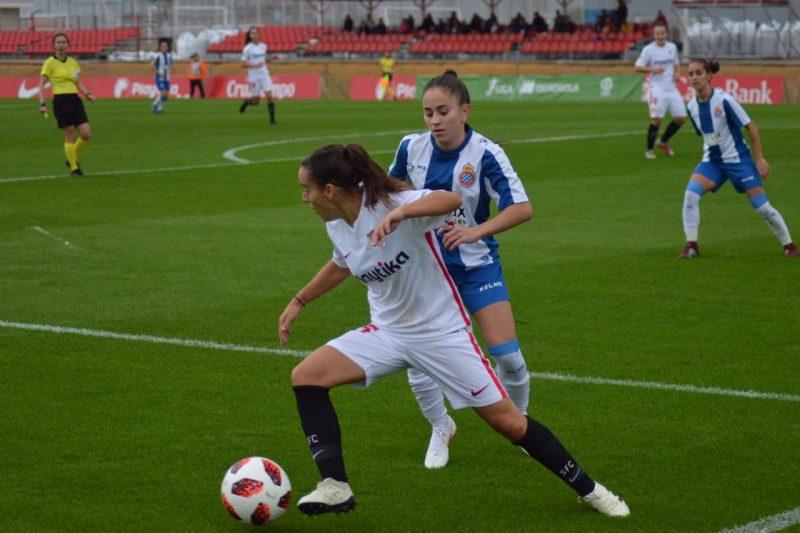 El Sevilla Femenino cae ante el Espanyol bajo la lluvia