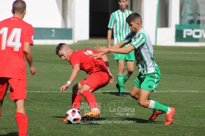 Las mejores fotos del derbi entre el Betis Deportivo y el Sevilla C