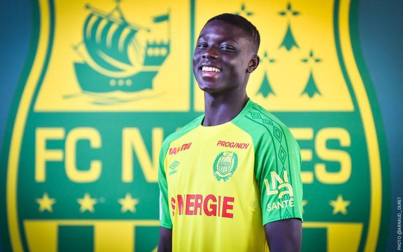 Abdoulaye Dabo, posando con la camiseta del Nantes  Fuente: FC Nantes
