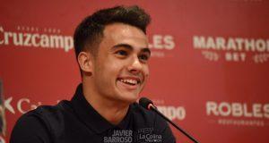 Sergio Reguilón en su presentación como jugador del Sevilla FC || Imagen: Javier Barroso, La Colina De Nervión