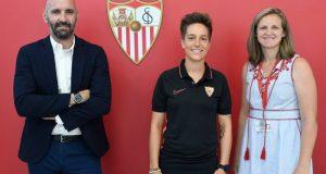 Claire Falknor, en su presentación como sevillista   Imagen: Sevilla FC